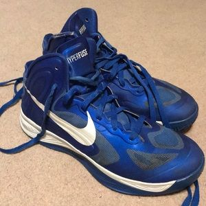 Women's Nike basketball shoes, size 11.